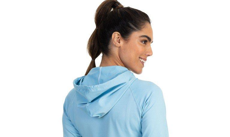camisa térmica com capuz feminina detalhe