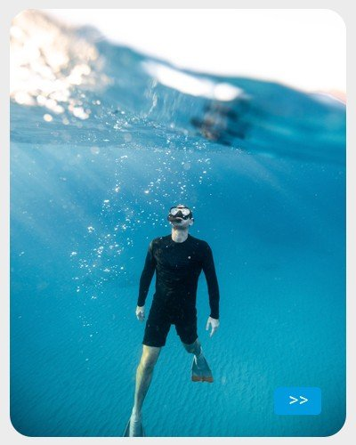 Uso de roupa  UV na água - mergulhando no mar
