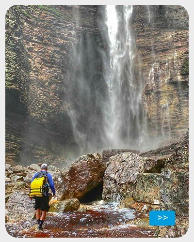 Uso de roupa UV na água - cachoeira
